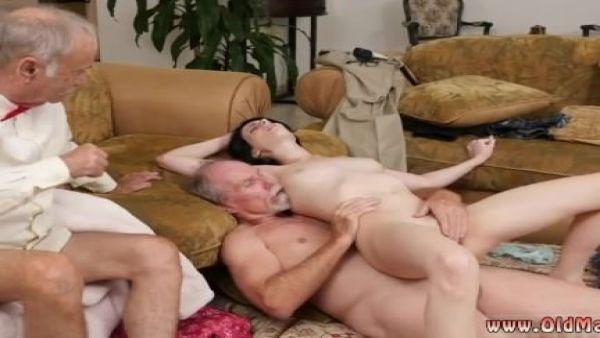 Alemán antiguo caliente pareja cogida de la niñera en lugar