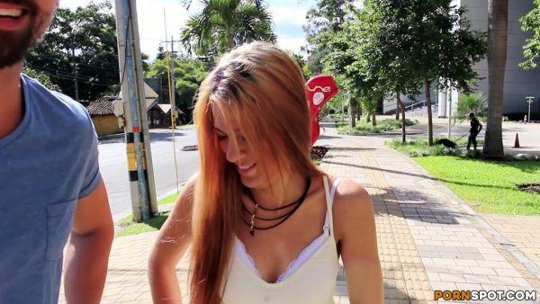Colombianas amateur Alice consiguió recogido en la calle y follada
