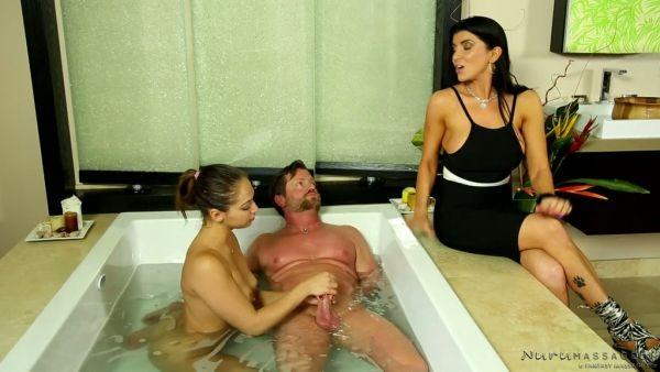 Cuckquean Romi Rain trata a su esposo con el joven masajista Sara Luvv