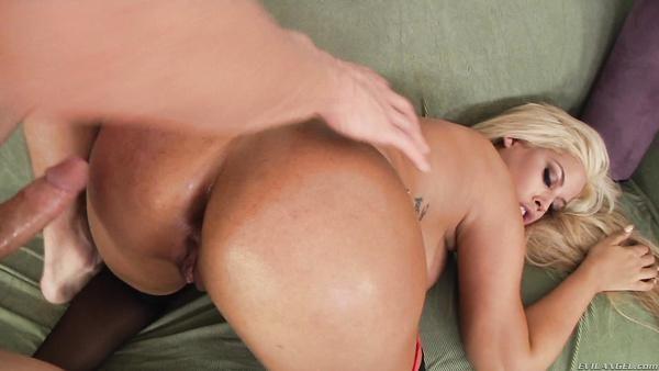 Español milf anales con grandes tetas obtiene su culo sexy de perforación
