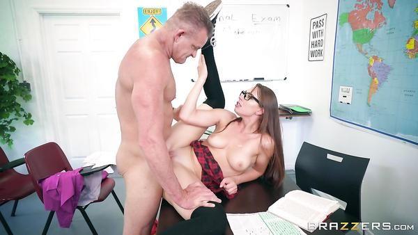 Insolente profesor se folla a su alumno rebelde Aidra Fox durante la prueba