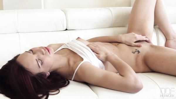 Joven Pelirroja Chica Shafry quiere amor