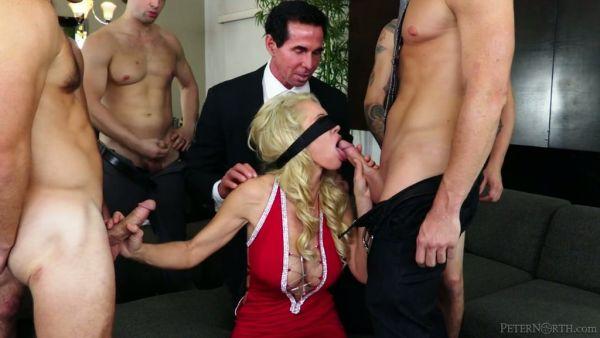 MILF es follada por su cornudo esposo después de conseguir gangbang