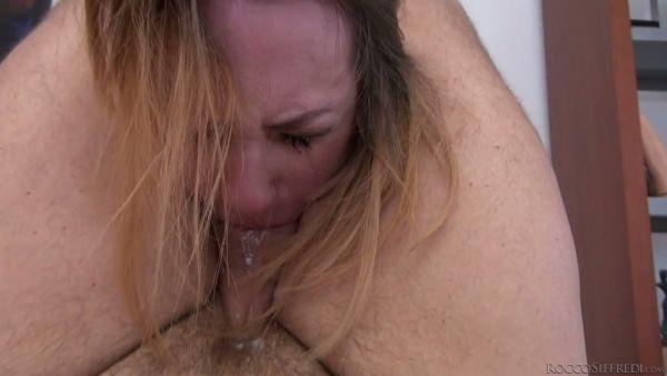 Ruso amateur Christia muestra sus habilidades mamada a Rocco