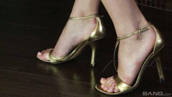 Suerte novio disfruta de hermosa checa pies de tetona Angel Wicky