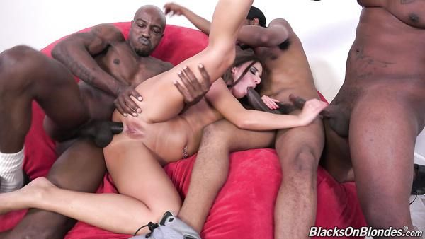 Triple penetración por tres hombre negro en un polluelo blanco Amirah Adara