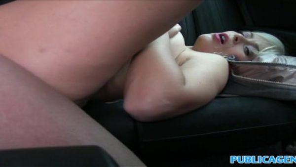 Vacaciones italiano nena follada en el coche por el local