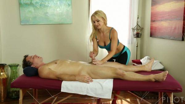 Ajuste y en forma de Alix Lynx folla a su cliente en un salón de masajes