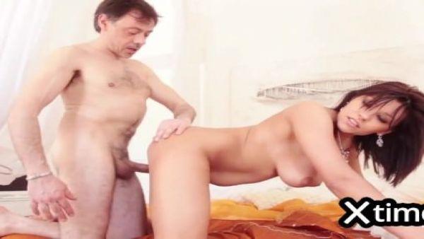 Alle italiane piace il cazzo en el culo. orgasmo anale por una mora