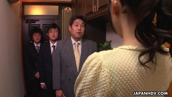 Ama de casa Reina Misaki es acariciado por el esposo de empleados