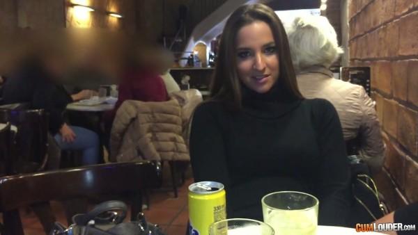 Amirah Adara cena con Nacho y folla en el baño público
