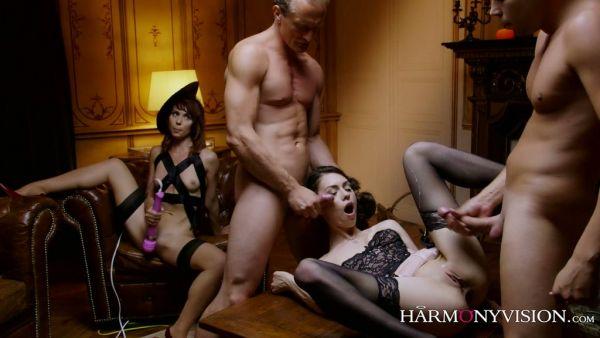 Ariel Rebel recompensas dos sirvientes con la sexy rusa puta Arwen Gold