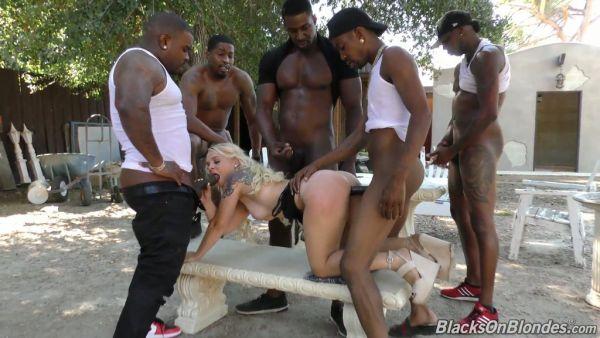 Blanca rubia Bella Jane perdura gangbang con cinco grandes pollas negras