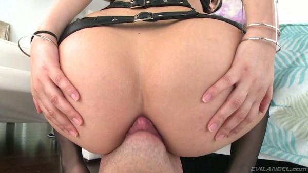 Botín Valentina Nappi disfruta del rostro sentado y golpes anales profundos