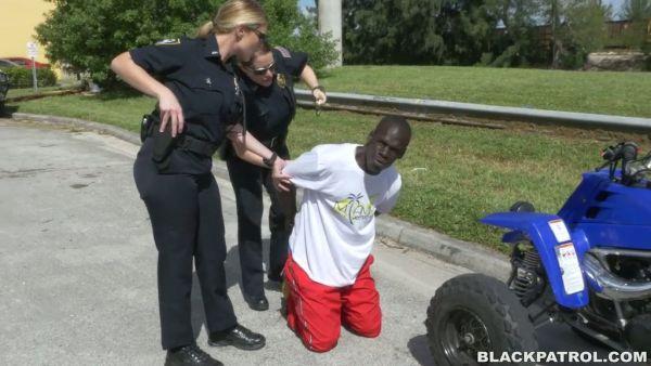 Brutal de la policía chicas con enormes culos y tetas mierda polla grande y negro