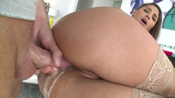 Bueno viejo mantecoso follada anal con Abella Danger