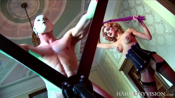 Caliente amantes Stella Delacroix y Mai Bailey coger dos esclavos