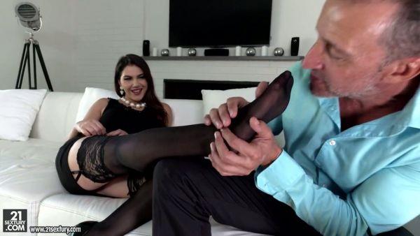 Caliente chico adora fabuloso pies de curvas, señora Valentina Nappi