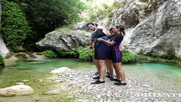 Caliente cuarteto de mierda en la orilla del río con Clea Gaultier y Julia Roca