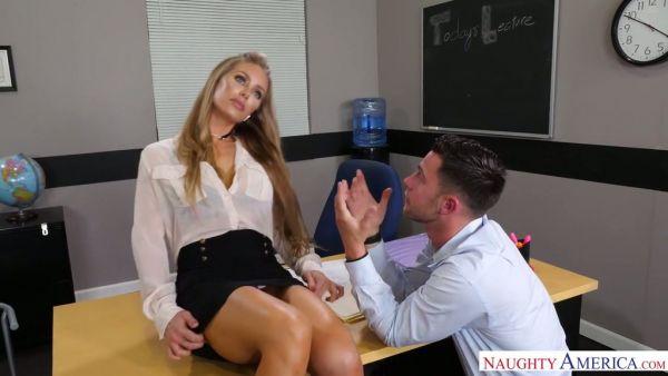 Caliente maestro Nicole Aniston va a escribir una referencia para el D