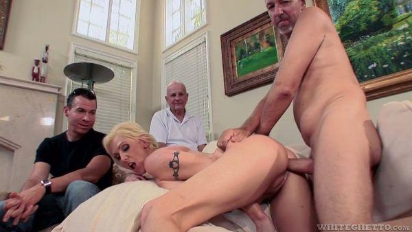 Cornudo sesión con verdadera esposa Casey recibiendo un golpe en la leva
