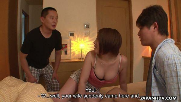 Curvas de puta esposa, Marta Tominaga es follada por el marido y su compañero de trabajo