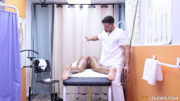 De espesor Sheyla Gómez sirve a su mulatas coño para el terapeuta