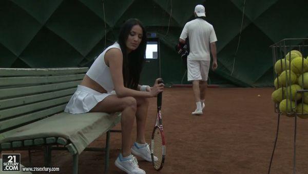 De lujo francés dame Anissa Kate does anal después de jugar al tenis