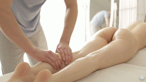 Delicado rusa nena Carol Miller se la follan después de una terapia de masaje