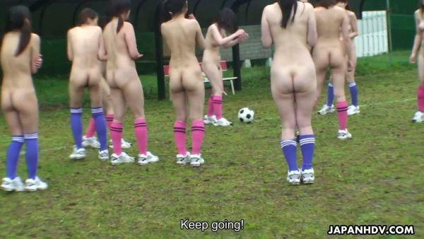 Desnudo de fútbol y titjob con adorable joven Japonés