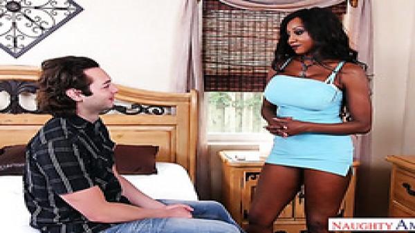 Diamond Jackson se folla a su yerno para comprobar lo bien que está en la cama