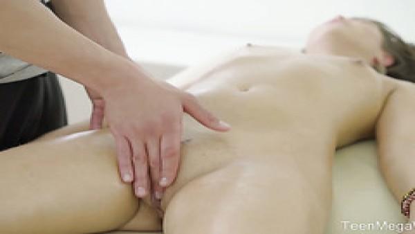 Divina rusa nena Jenny Fer ama masaje antes de la relación sexual