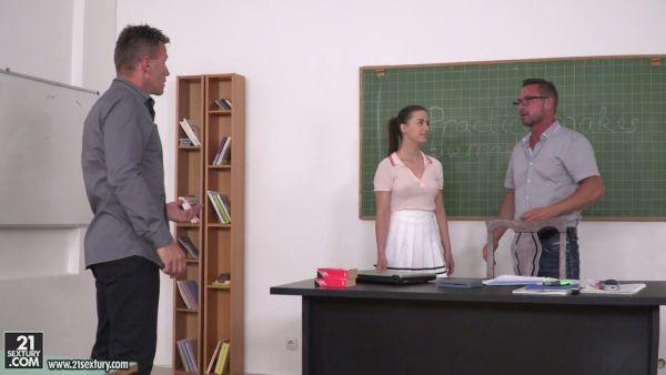 DP sexo lección de educación para la universidad de Gabriella Lati