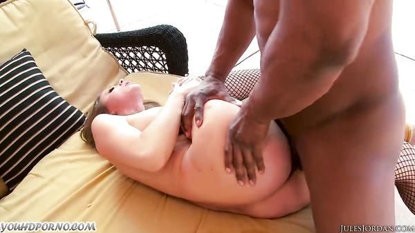 Duro anal follada con toro negro y tetona pornstar Chanel Preston