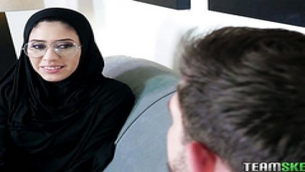 El hiyab cubierto Ángel Del Rey hace anal para mantener su cereza para el matrimonio
