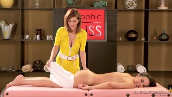 El masaje erótico conduce a la tijera entre Dillion Harper y April O'Neil