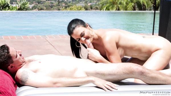 Encantadora masajista Tetona Jasmine Jae obtiene el doble