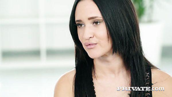 Española morena sexy Gina Ferocious obtiene clavado perrito por la BBC de propietario