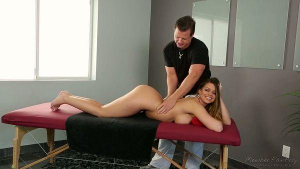 Espesor de pollo Brooklyn Chase recibe el masaje y la por su ex marido
