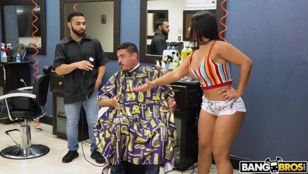 Esposa Rose Monroe vuelve al infiel follando por su barbero