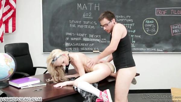 Estudiante porno con una joven colegiala