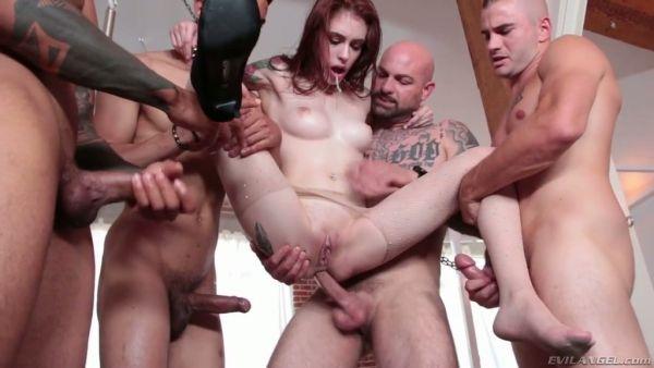 Flaco Anna De Ville obtiene maltratados en la brutal anal gangbang