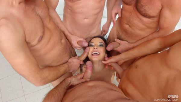Francys Belle demuestra su garganta profunda técnica a cuatro hombres calientes