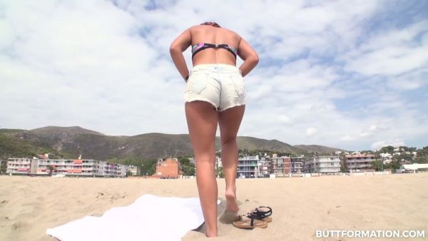 Gala Brown hace alarde de su buen español culo y se pone follada bien