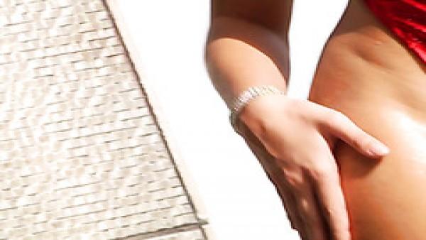 Gia Derza recibe una paliza anal sin parar por su culona