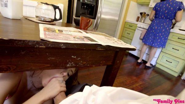 Haley Reed tragar y consigue creampied por super colgado padrastro - POV
