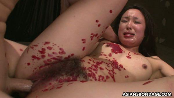 Impotente Anna se pone exageradamente jugado y follada por dos chicos Japoneses