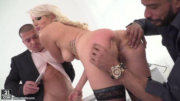 Increíblemente hermoso Layla Price obtiene cruelmente doble penetración