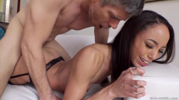 Intensos orgasmos de Alexis Tae - Latina coño es follada muy duro
