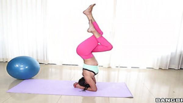 Interracial caliente de la yoga de mierda con bastante Latina Sofía Rivera y la BBC